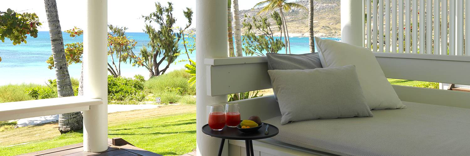 Beachfront suite daybed